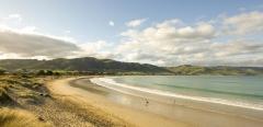 Apollo-Bay-beach-sitting-below-green-hills